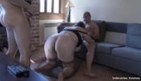 Taranca grasa fututa de 2 barbati excitati