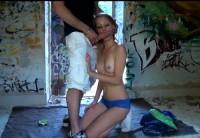 2 tineri perversi se fut intr-o casa parasita