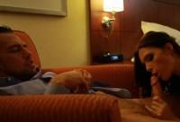 Curva chemata la hotel sa se futa si sa inghita sperma clientului