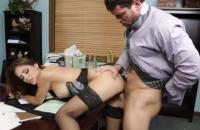 Sex la birou cu o muista perversa lingatoare de sperma