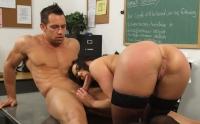Kendra Lust linsa in pizda si fututa de un student