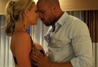 Phoenix Marie este fututa in hotel de un musculos pervers