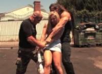 Milfa blonda cautata de politie se fute de se rupe