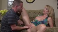 Matura perversa  Desiree Dalton fac sex cu baieti tineri
