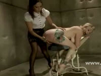 Sadomaso – electrocutata , chinuita, batuta si masturbata