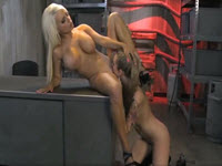 Blonde lesbiene se ling una pe alta