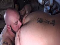 Poponari ejaculeaza unul pe celalalt