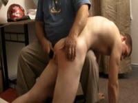 Brian Back, un tanar batut la cur de un matur pervers
