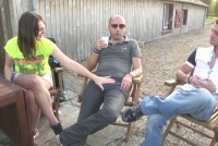 Orgie cu 2 fete futute de cativa tineri
