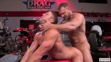 Sex anal si oral cu 2 gay sexosi , musculosi si pulosi